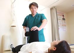 坐骨神経痛専門施術の様子